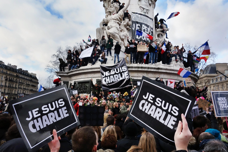 パリでの抗議デモの様子
