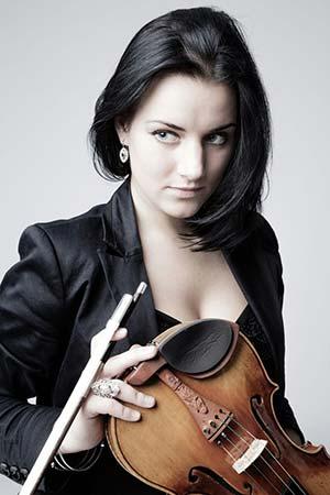 ファーストバイオリンの女性