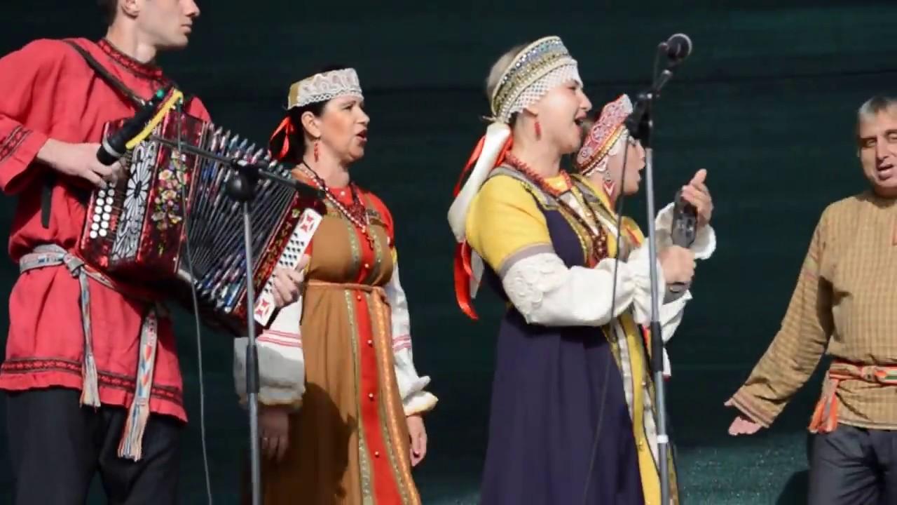 ロシア民謡を歌う人たち