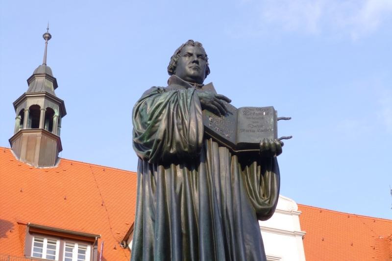 ルターの彫像