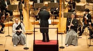 尺八と 琵琶と オーケストラの競演の様子