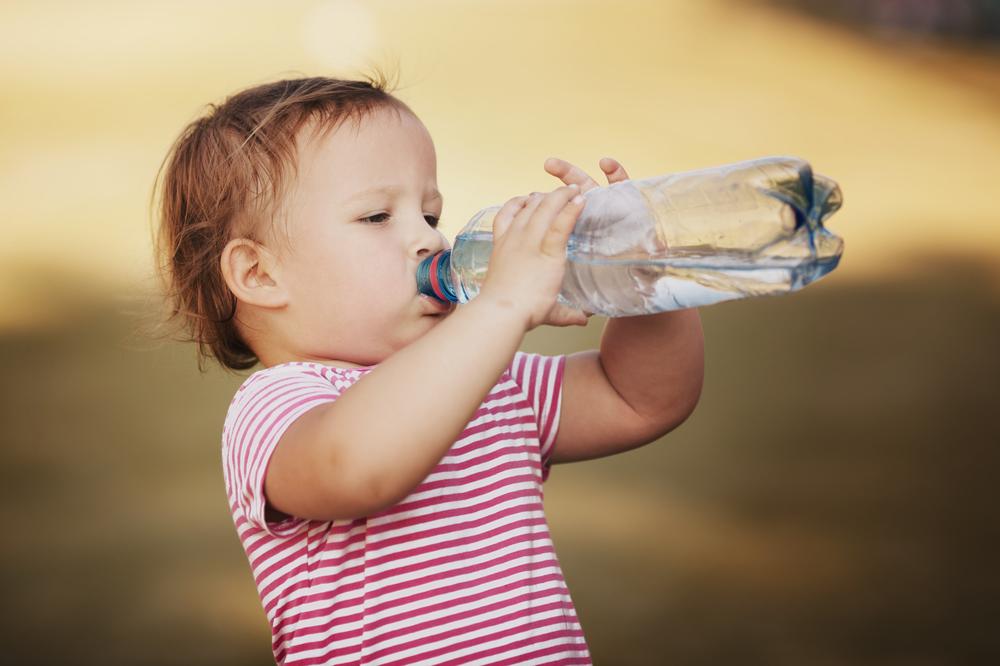 寝る前に水を飲む人