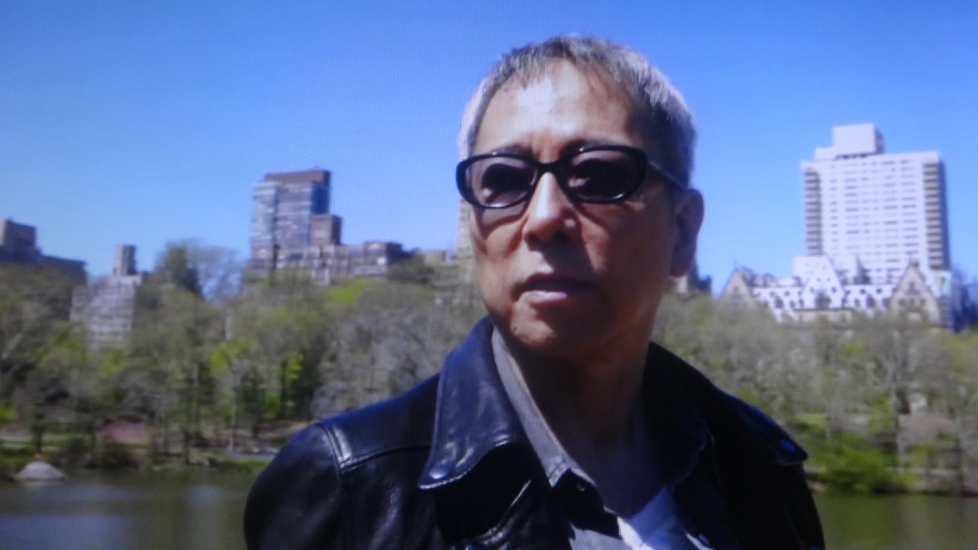 セントラルパークでインタビューに答える佐野元春
