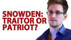 スノーデンは裏切者か? 愛国者か? と問うポスター