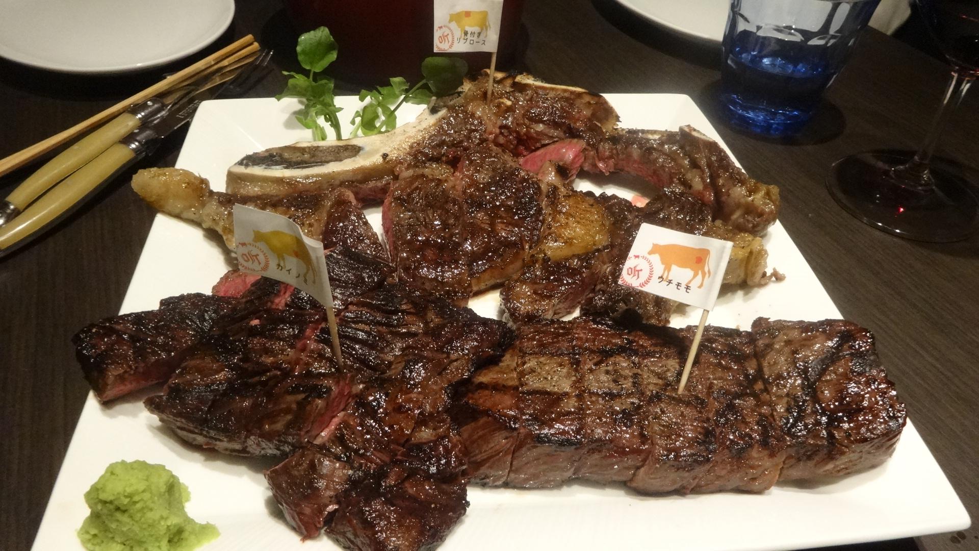 焼き上がった肉