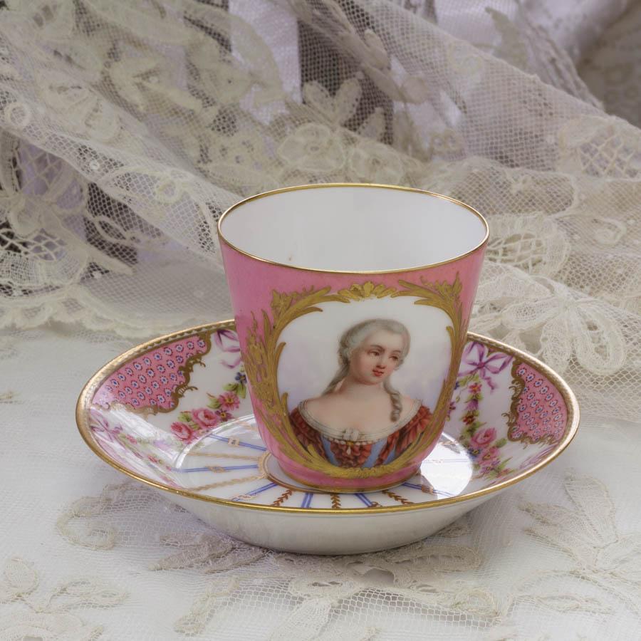 ポンパドール・ピンクのカップ