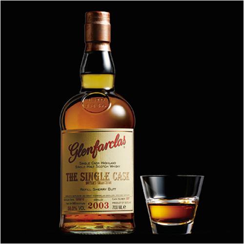 シングルカスクウイスキーのボトルの写真