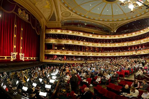 ロンドン コベントガーデンにあるロイヤルオペラハウスの内部の様子