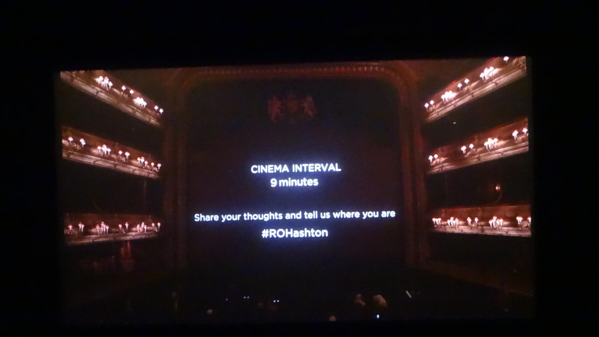 映画の画面で見るロンドン コベントガーデンにあるロイヤルオペラハウスの様子