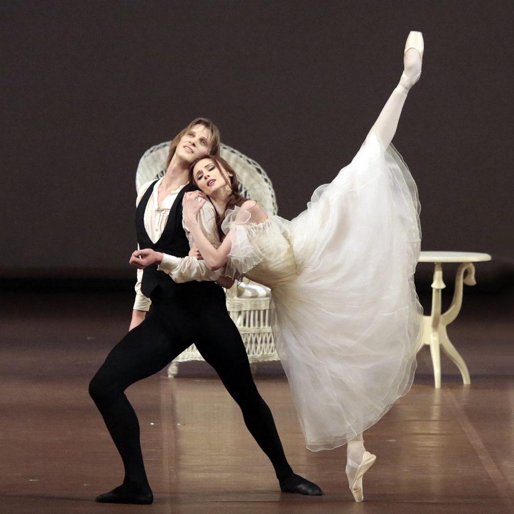 マルグリットとアルマンがふたりで踊るシーン3