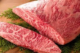 白い脂肪のサシがたっぷり入った和牛