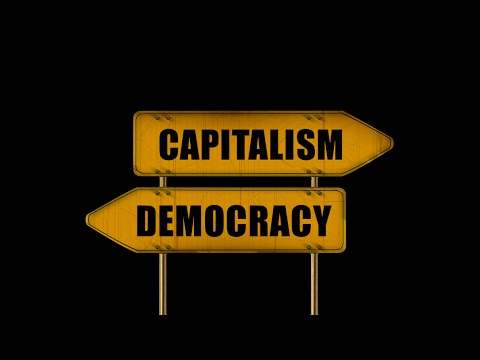 資本主義と民主主義は相反するか?と問うプラカード