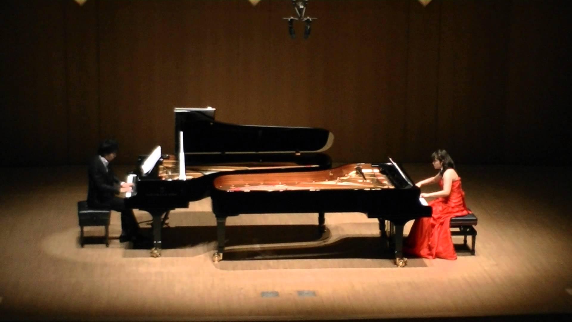スカラムーシュを演奏する2台のピアノ