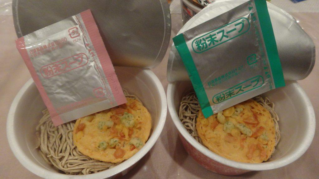 天ぷらそばの粉末スープの東西比較