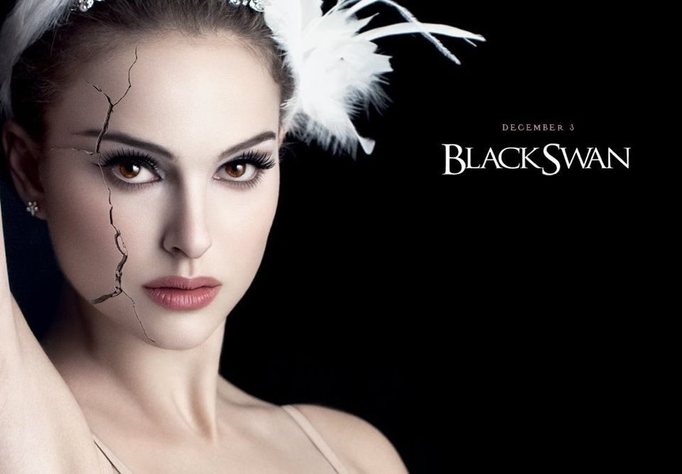 映画「ブラックスワン」のポスターに出ているナタリー・ポートマン