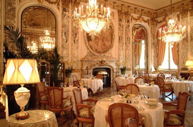 豪華なレストラン