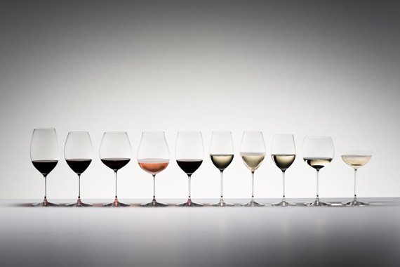 さまざまな形をしたワイングラスたち