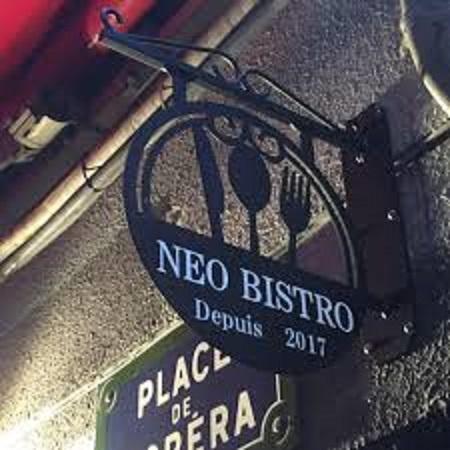 ネオビストロの看板