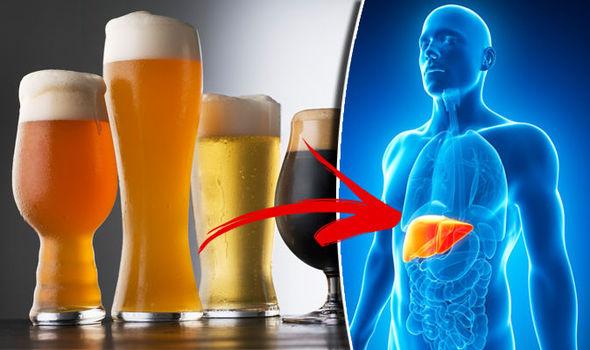 肝臓に浴びせかけられるアルコール