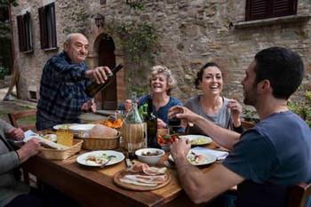 アルコール乱用者の少ない社会の飲酒風景