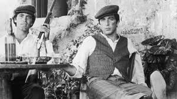 映画ゴッド・ファーザーでシチリアのマフィアを演じるアル・パチーノ