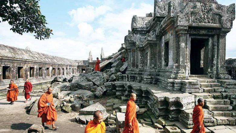 運動する僧侶