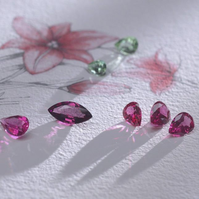 美しい色を放つ原石
