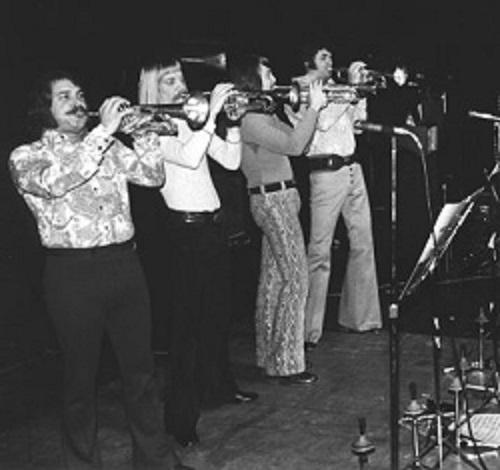 ブラス・バンドのチェイスのメンバーの写真