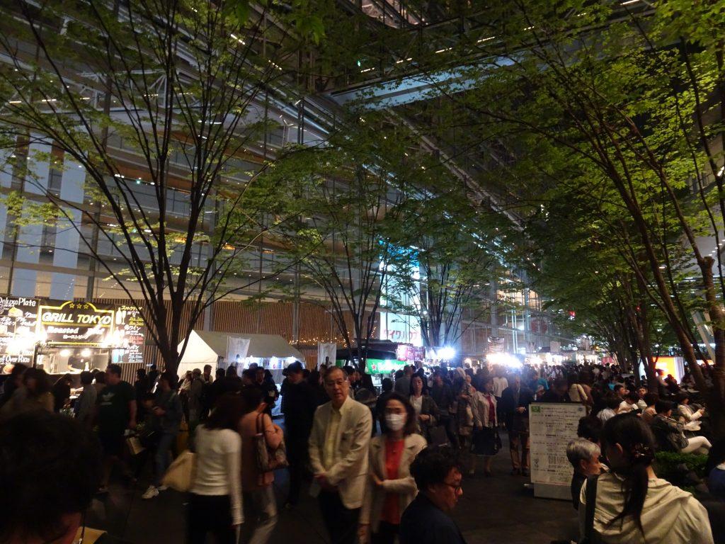 相変わらずの凄い賑わいの東京フォーラム