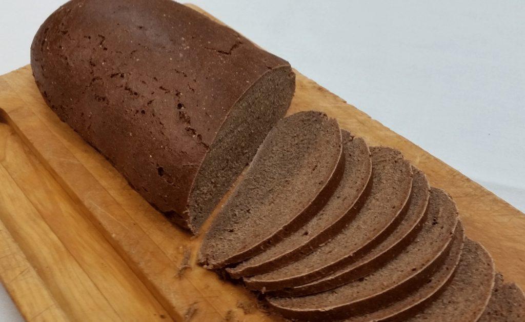 黒いライ麦パンの写真