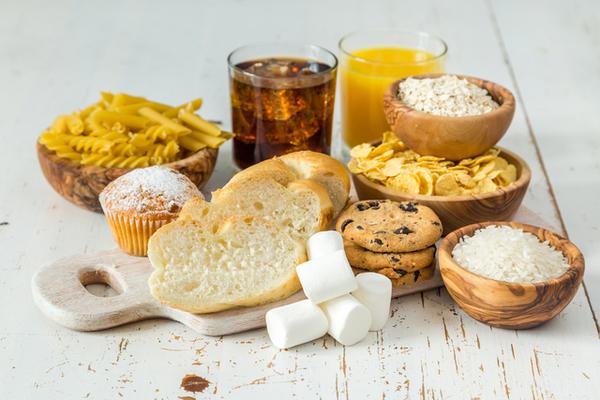 コーンフレーク ポテト 精製パン クラッカーなどの写真