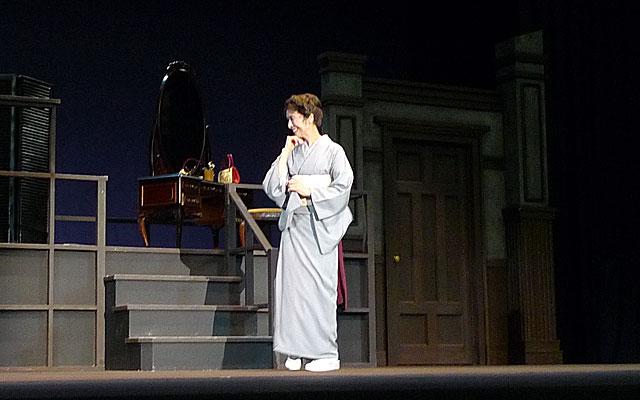 演じる小巻さんの写真3