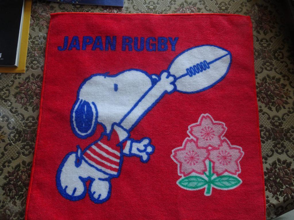 日本代表のジャージを着たスヌーピーが描かれた小さなタオル