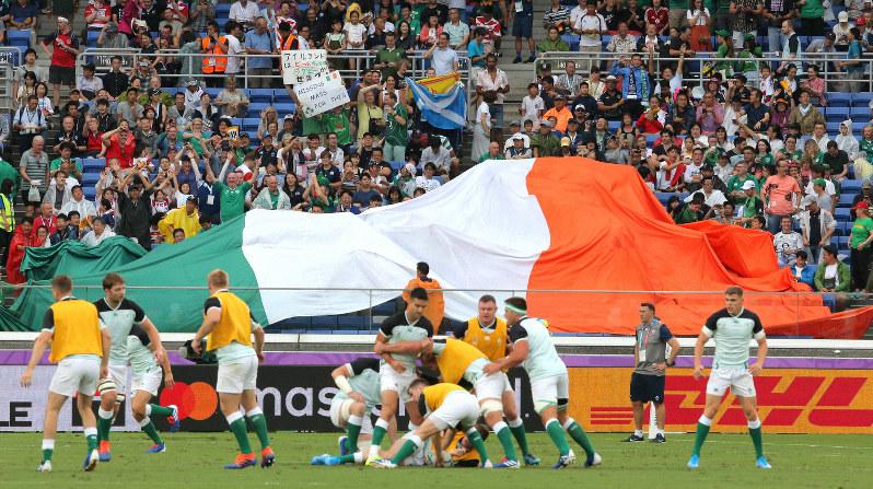 観客席のグリーンのシャツを着たアイルランドサポーター