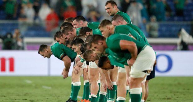 お辞儀してお礼するアイルランドの選手たち