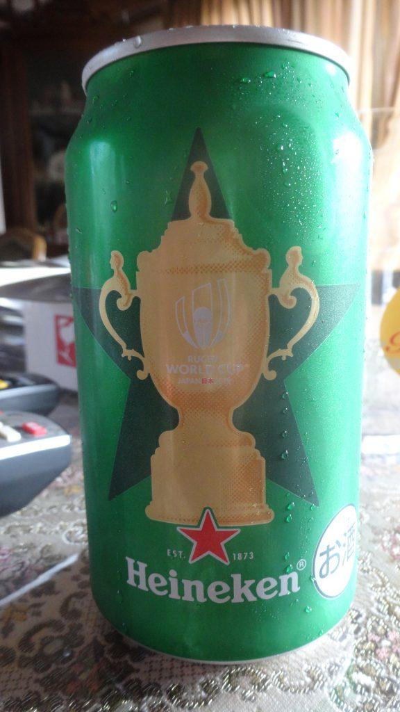 ワールドカップデザインのハイネケンの缶ビール