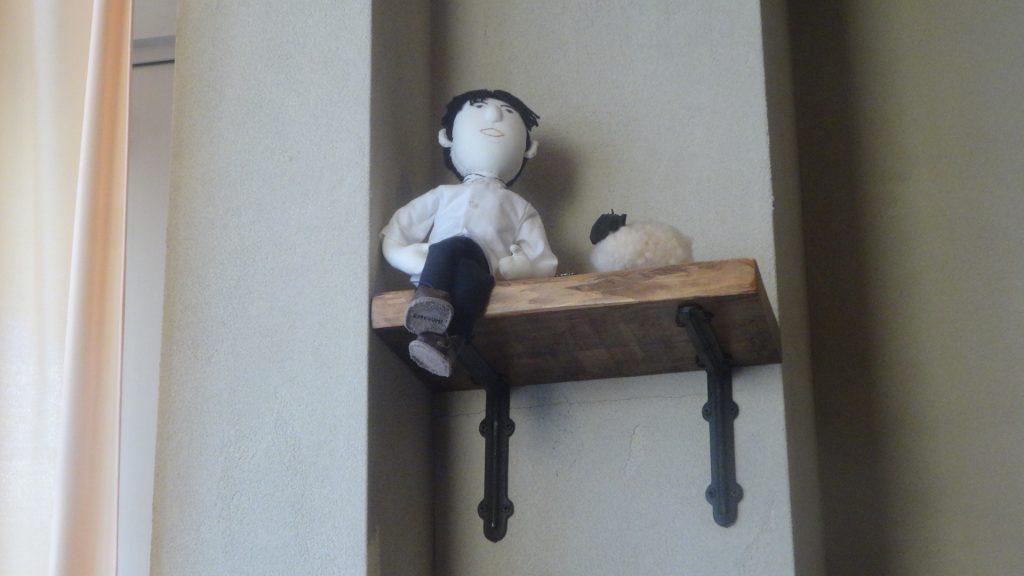 青年の人形
