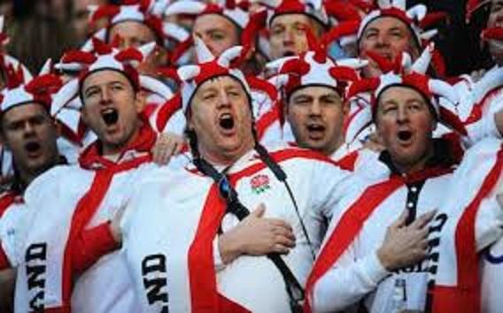 スゥイングローを歌うイングランドのサポーター2