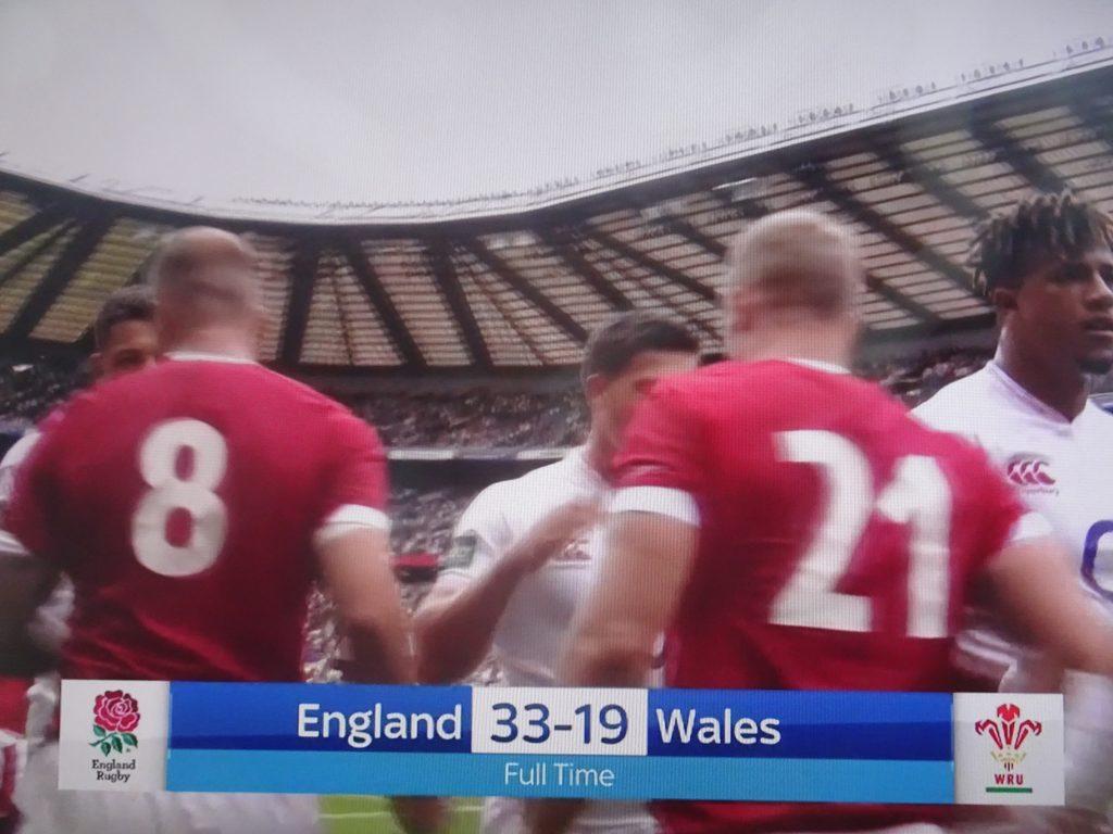 ウエールズに勝利したイングランドの選手たち
