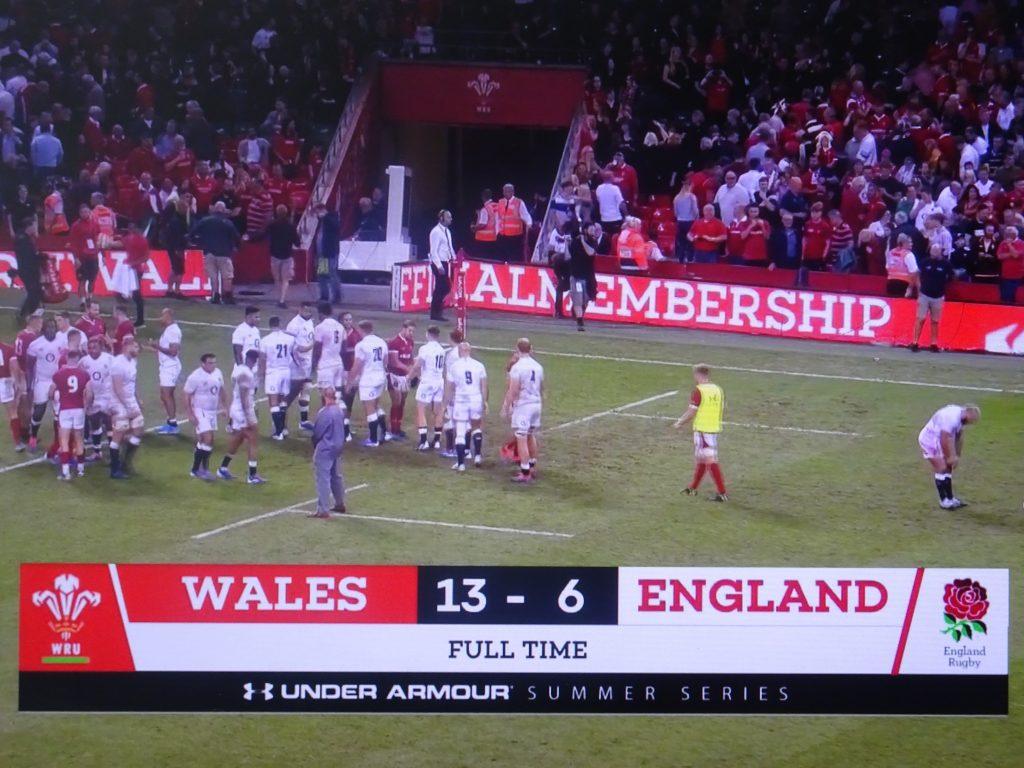 13-6でイングランドをノートライに抑えてウエールズが勝った様子