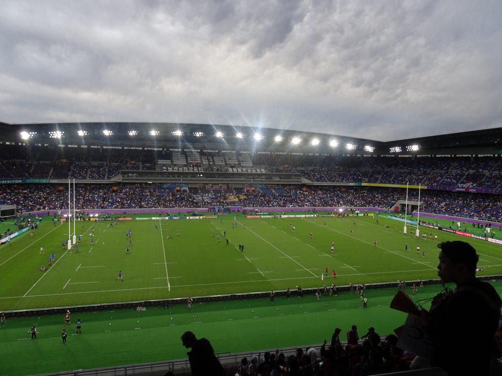 スタンドから見たスタジアムの内部