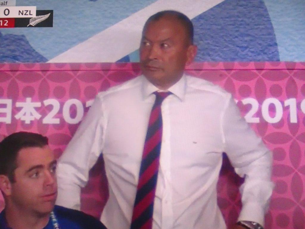 緊張の表情のエデイさん