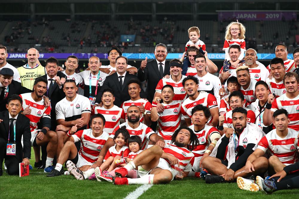 最後に笑顔で全体の集合写真におさまるジャパンの選手たち