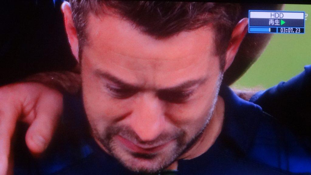 泣くレイドロー選手