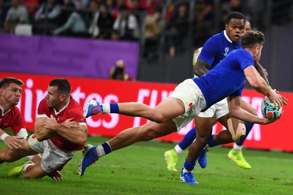トライするフランス選手