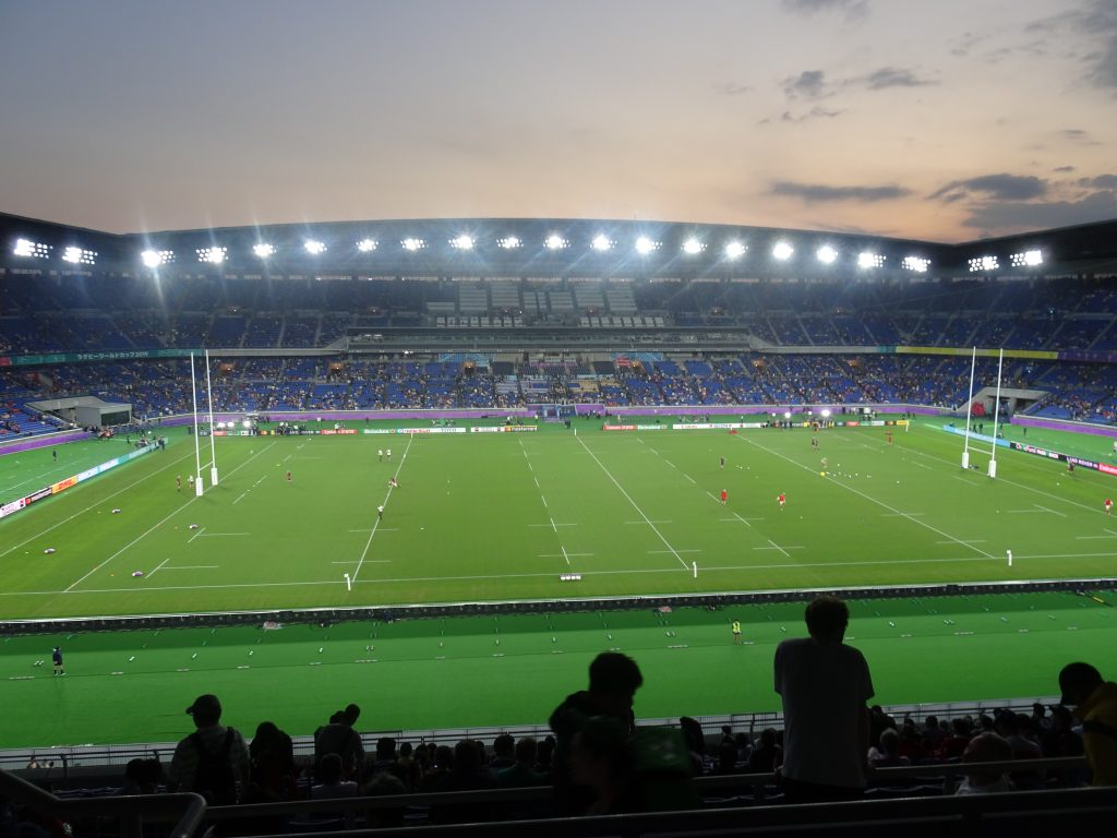 スタジアム内から見た夕焼け空