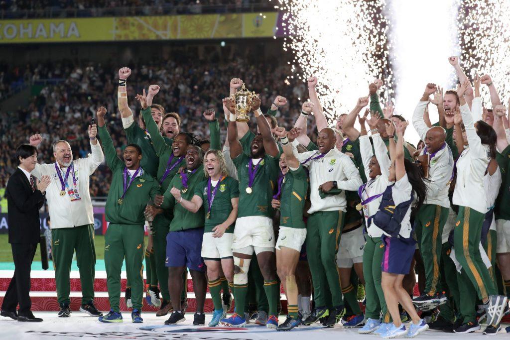 花火を背にして喜ぶ南アフリカの選手たち