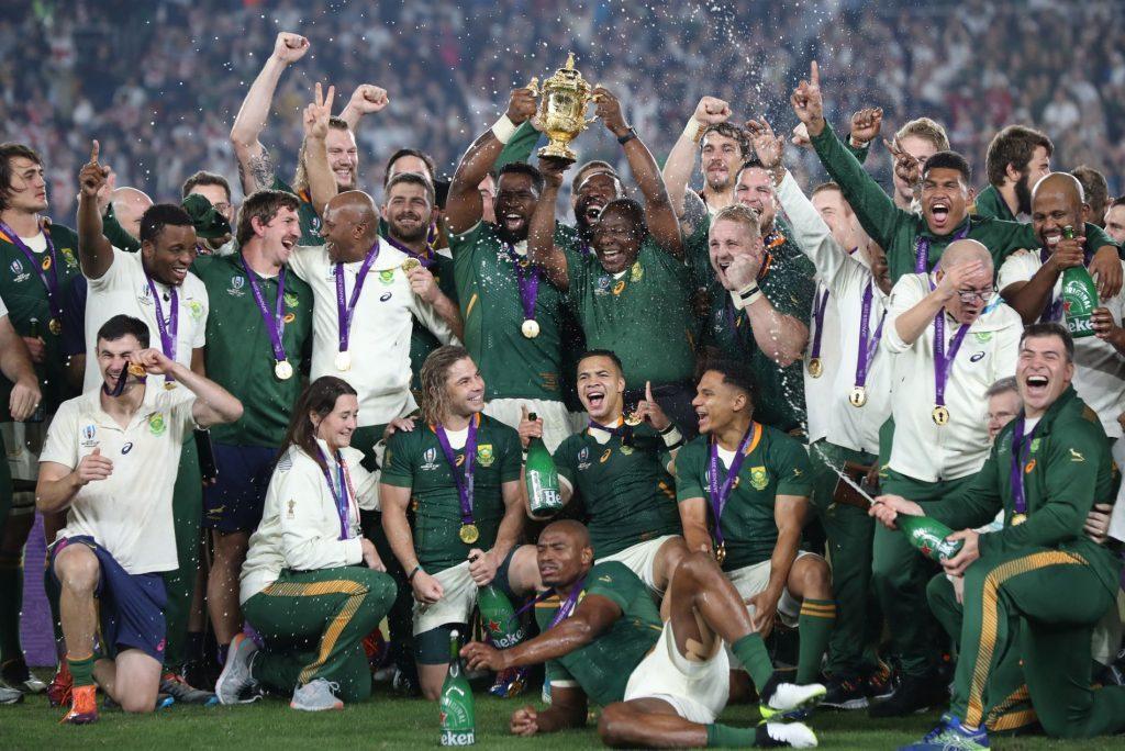 嬉しそうな南アフリカの選手やスタッフ