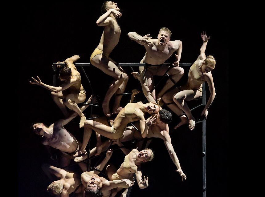 ダンサーにより表現される地獄門