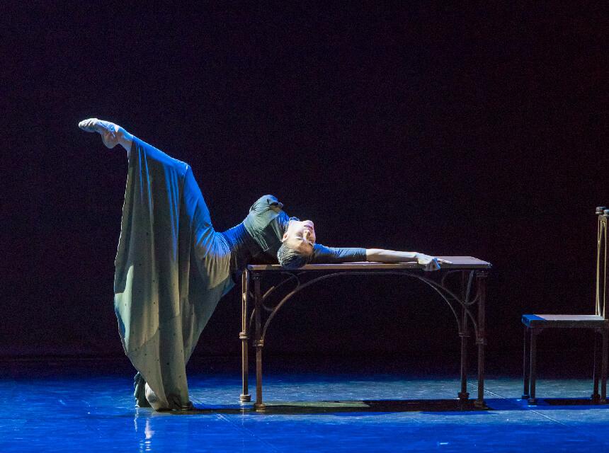 カミーユの心の内面を描くダンス